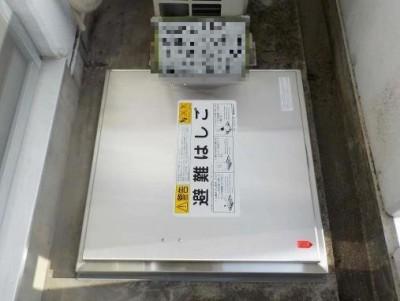 エスカリエ避難ハッチ (2)